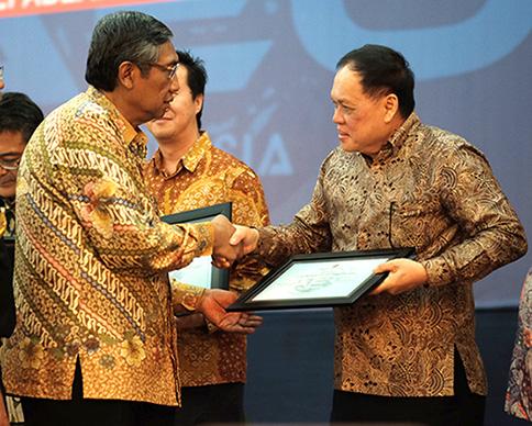 pt panggung menerima sertifikat aeo